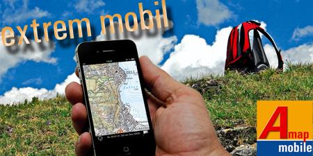 Berglandschaft mit Wanderrucksack und Handy